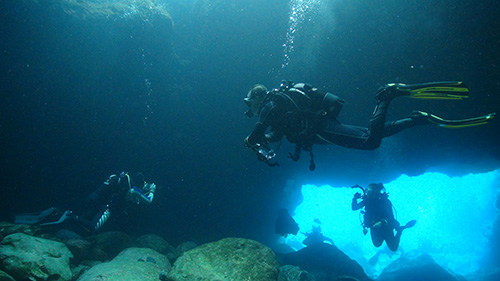 472562cavern diving small